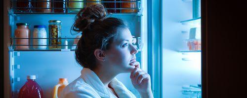 Gece Yeme Sendromu Nedir? Geceleri Yemek Yemek, Tehlikeli Bir Hastalığa Dönüşebilir!