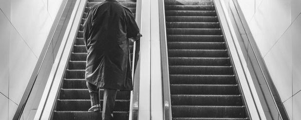 Bozuk Yürüyen Merdiven Yanılgısı: Çalışmayan Bir Yürüyen Merdiven, Neden Dengemizi Bozar?