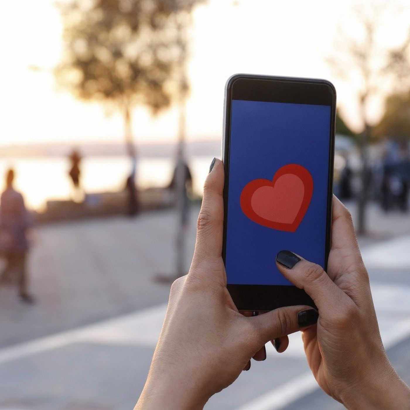 Dijital Flört Şiddetinin Basamakları: Love-Bombing, Ghosting ve Gaslighting Nedir?